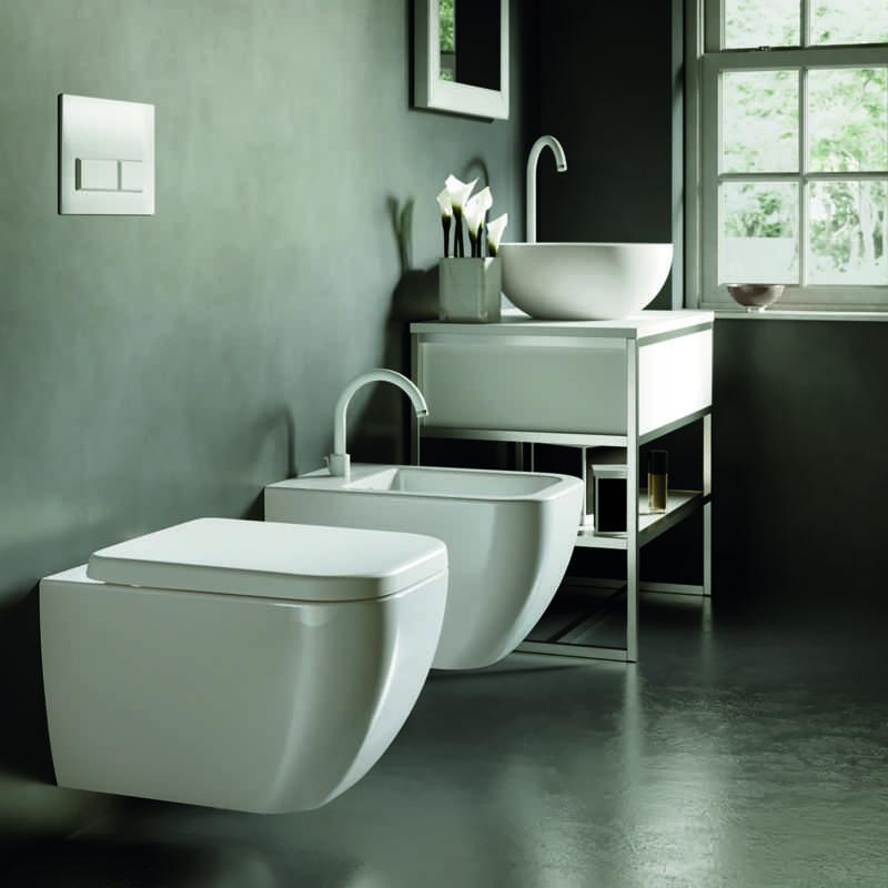 Sanitari bagno sospesi Hatria serie Bianca Bidet e Vaso WC con sedile Foto 1