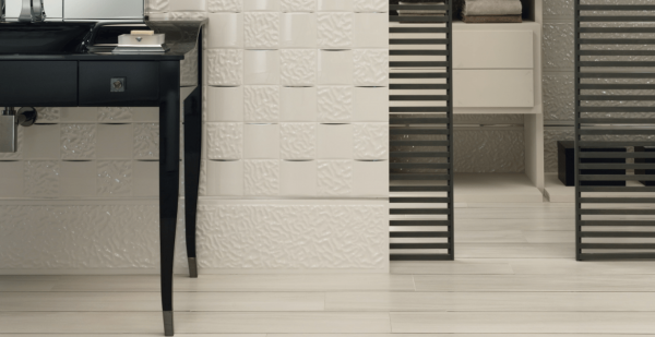 Versace ceramics Gold 25×75 pavimento 20×120 Legno bianco interno